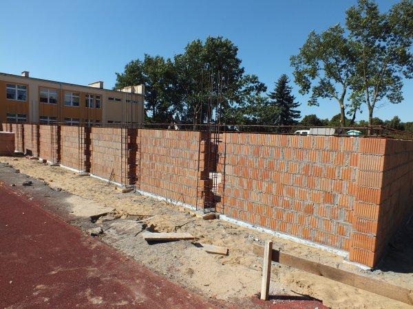 Pną się mury nowej sali