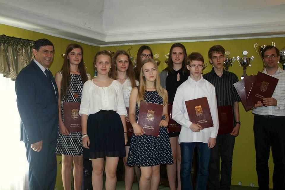 Listy pochwalne dla najzdolniejszych uczniów Gminy Czerwieńsk